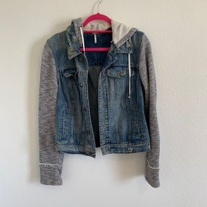 Free People Jean jacket w/sweatshirt sleeves, L!